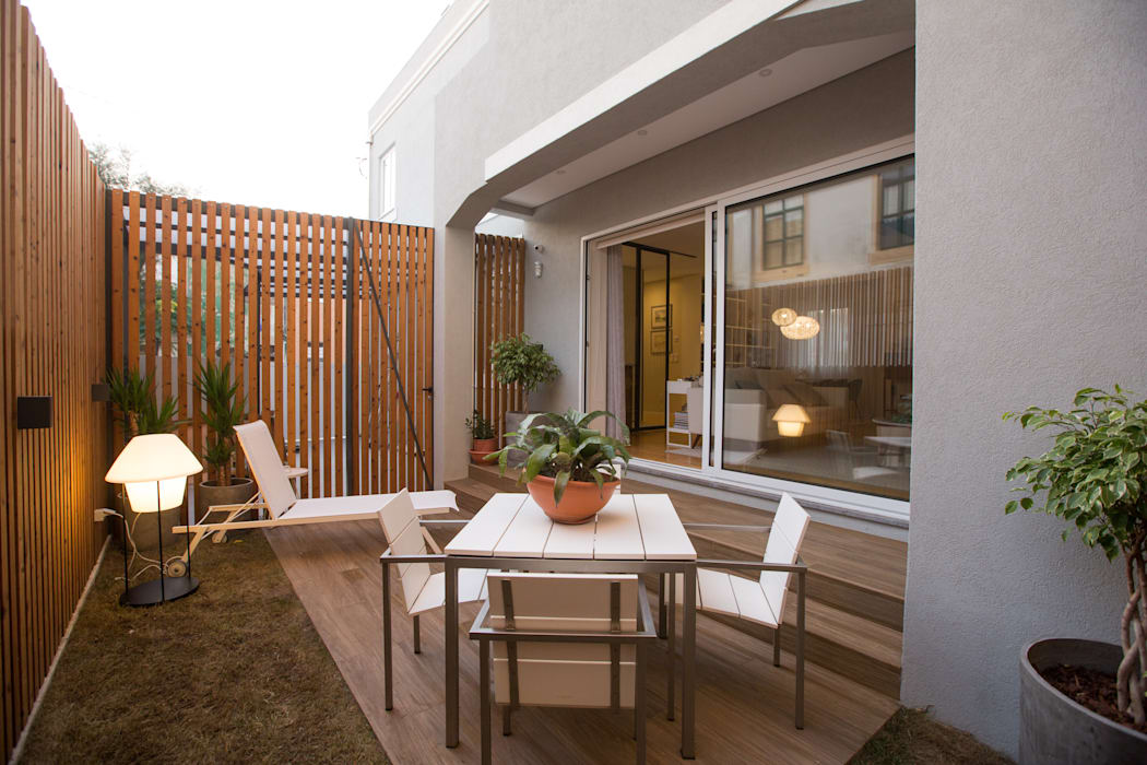 Jardim exterior - Moradia em Leça da Palmeira - SHI Studio Interior Design: Jardins de fachada  por SHI Studio, Sheila Moura Azevedo Interior Design