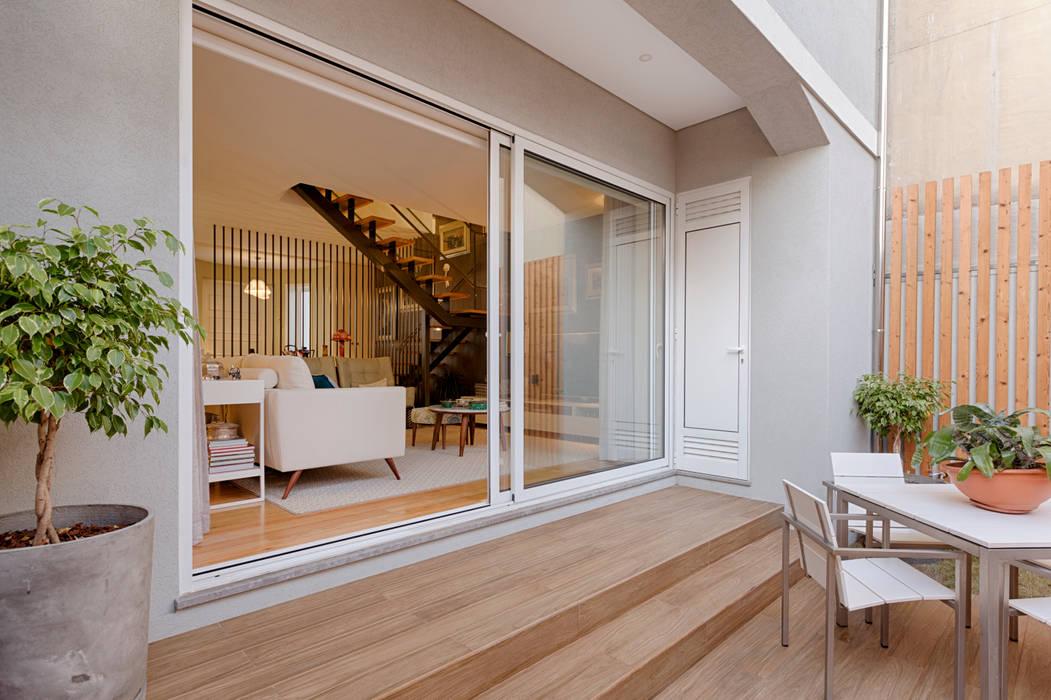 Sala - Exterior - Moradia em Leça da Palmeira - SHI Studio Interior Design por SHI Studio, Sheila Moura Azevedo Interior Design Moderno