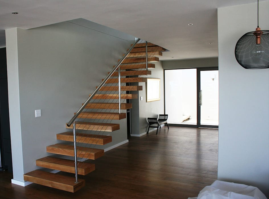 Heavy wooden staircase with aluminium handrails:  Stairs by Renov8 CONSTRUCTION, Modern Metal