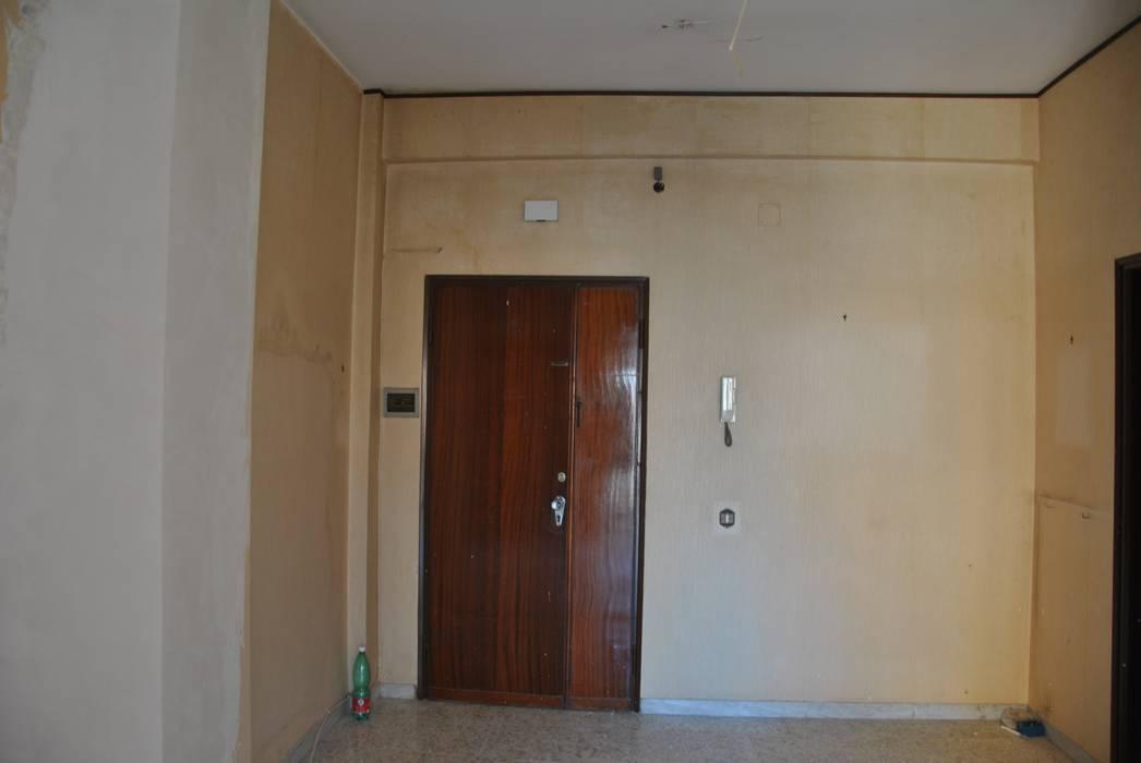 Ingresso - prima: Ingresso & Corridoio in stile  di Antonella Petrangeli