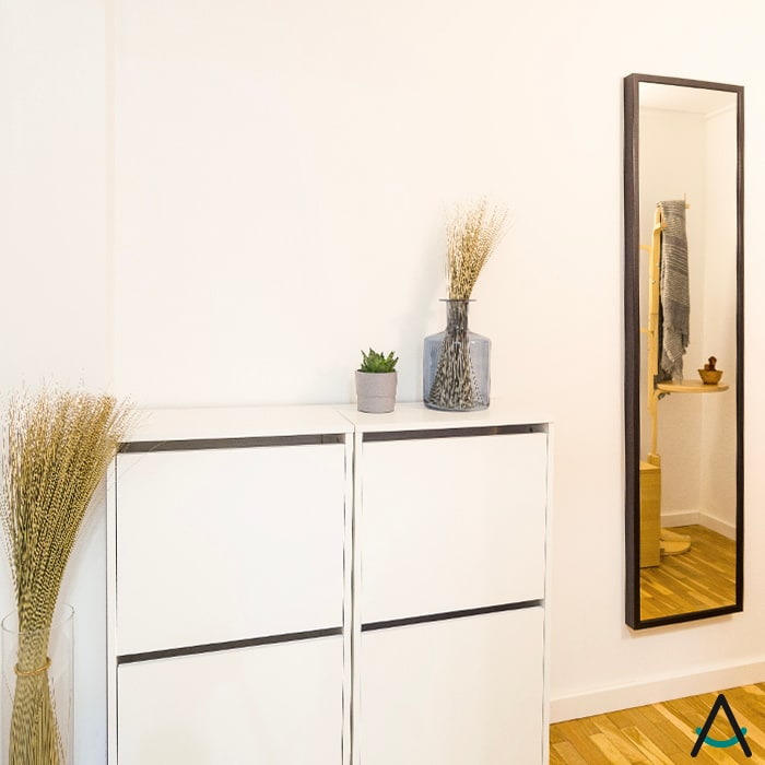 Estudi Aura, decoradores y diseñadores de interiores en Barcelona Couloir, entrée, escaliers modernes Bois Blanc