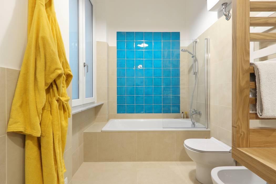 Baños modernos de Daniele Arcomano Moderno Cerámico