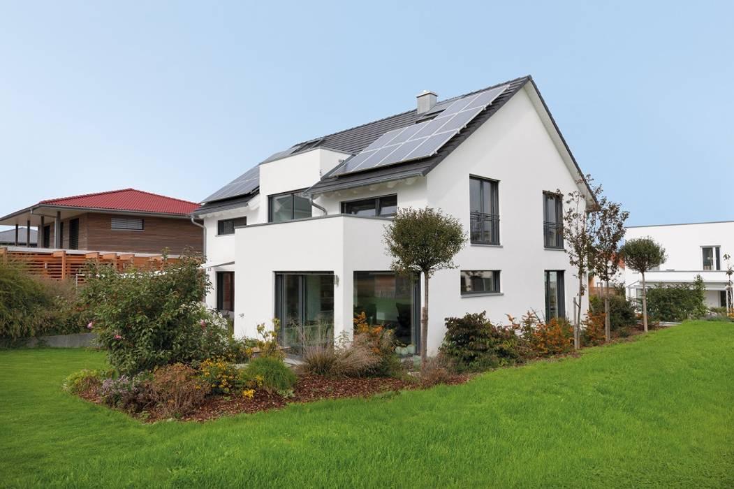 Einfamilienhaus mit flachdachgiebel und erker: häuser von ...