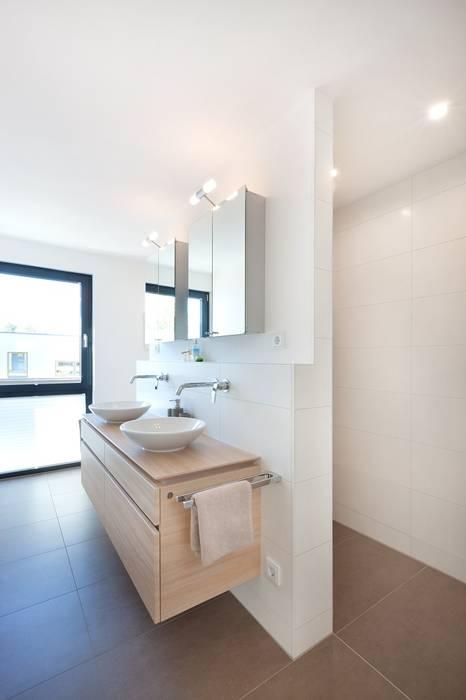 Gemauerte dusche: badezimmer von talbau-haus gmbh ,modern ...