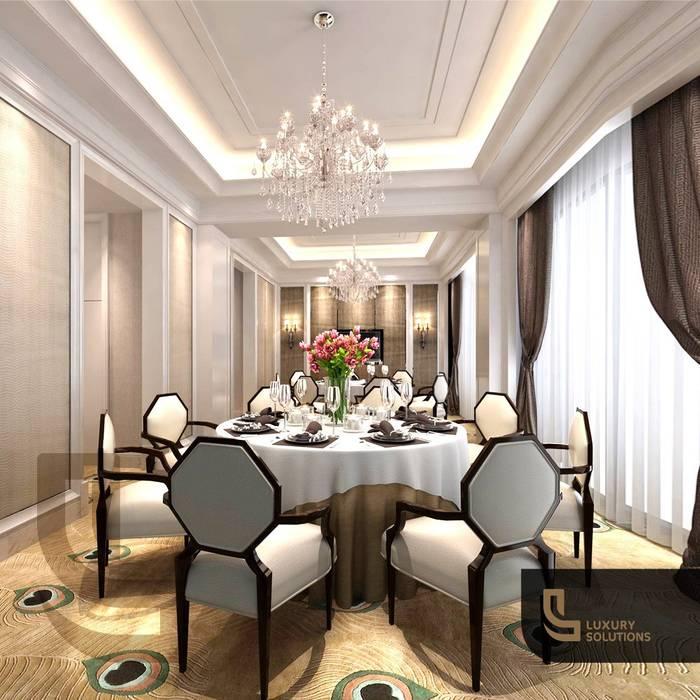 دبي:  غرفة السفرة تنفيذ Luxury Solutions, كلاسيكي خشب رقائقي