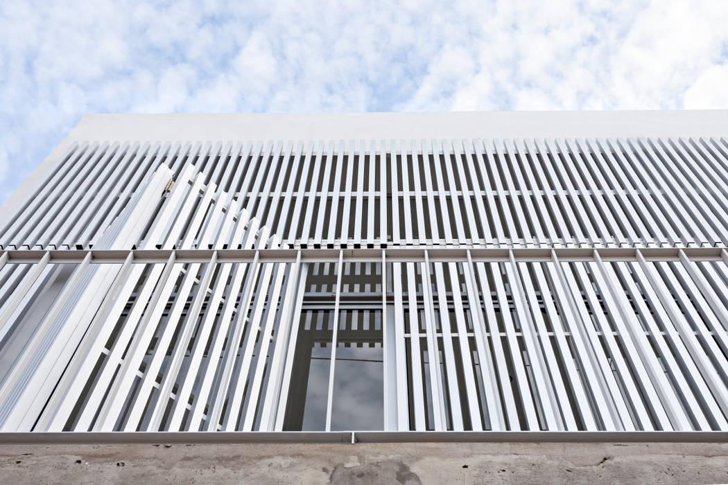 by SMF Arquitectos / Juan Martín Flores, Enrique Speroni, Gabriel Martinez Сучасний