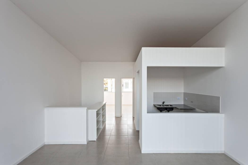 Cozinhas  por SMF Arquitectos  /  Juan Martín Flores, Enrique Speroni, Gabriel Martinez