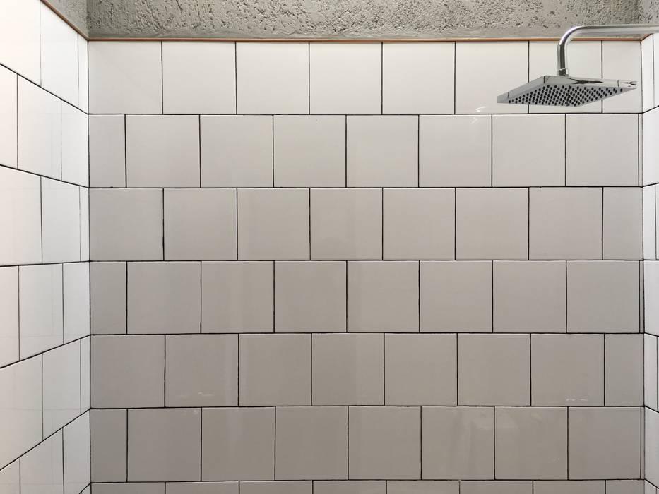 Minimalist bathroom by indra firmansyah architects Minimalist
