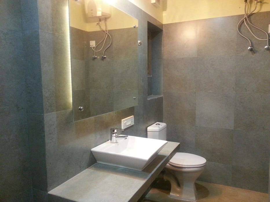 RUSTIC BATHROOMS:  Bathroom by Rashi Agarwal Designs