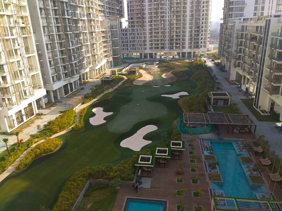 M3M Golf Estate:  Balcony by The Workroom