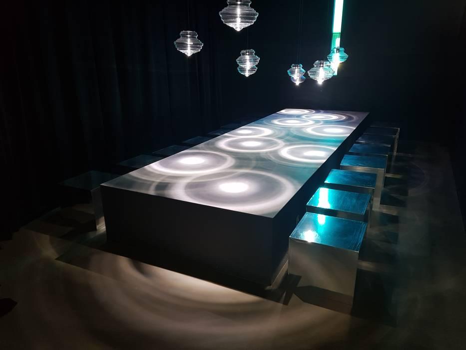 Salones modernos de 캐러멜라운지 Moderno