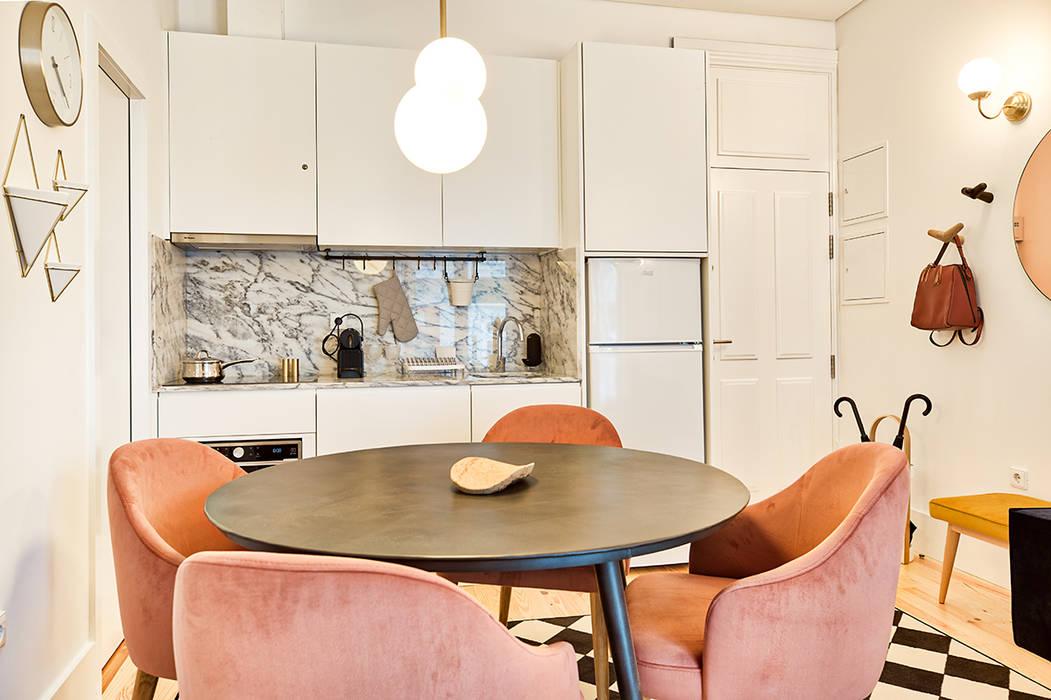 Sala | Cozinha - Janelas de S. Bento, Porto - SHI Studio Interior Design: Cozinhas pequenas  por SHI Studio, Sheila Moura Azevedo Interior Design,