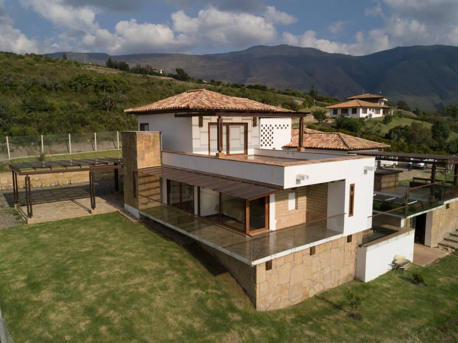vista esquina: Terrazas de estilo  por cesar sierra daza Arquitecto