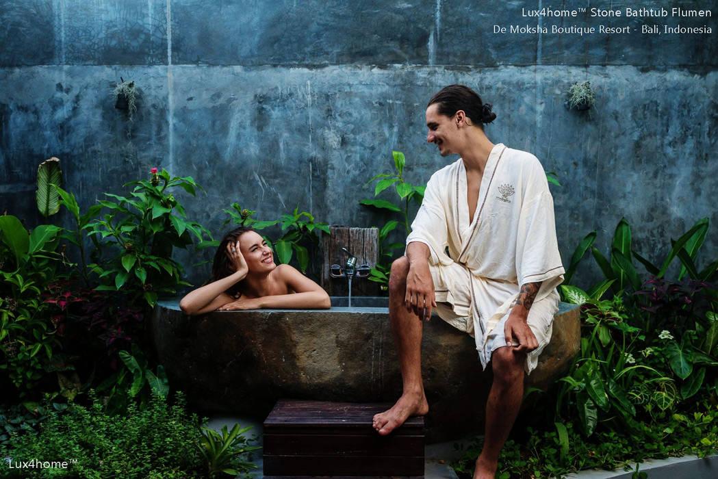 Tinas de hidromasaje de estilo  por Lux4home™ Indonesia, Tropical