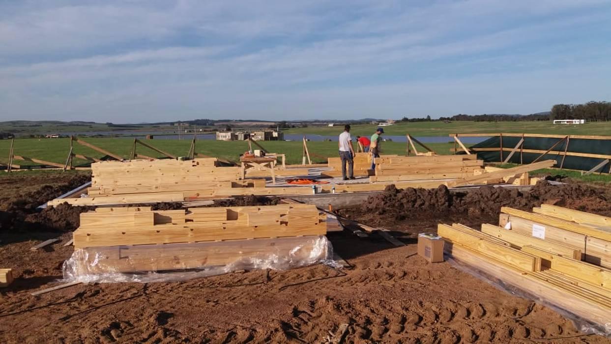 Proceso de construcción: Casas unifamiliares de estilo  por Patagonia Log Homes - Arquitectos - Neuquén