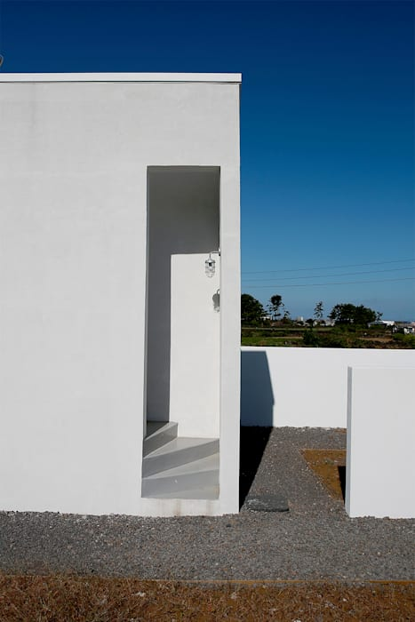 Dinding & Lantai Modern Oleh AAPA건축사사무소 Modern