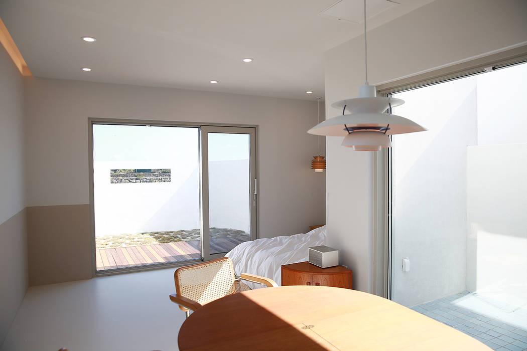 Salas multimédia modernas por AAPA건축사사무소 Moderno