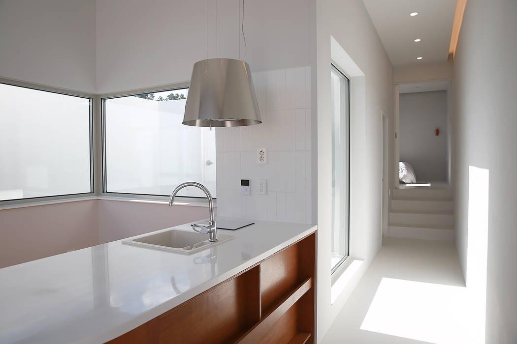 Kitchen by AAPA건축사사무소,