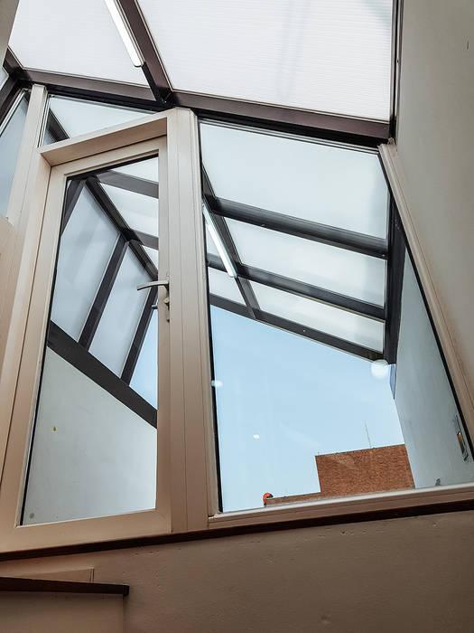 Puertas y ventanas de estilo moderno de AAPA건축사사무소 Moderno