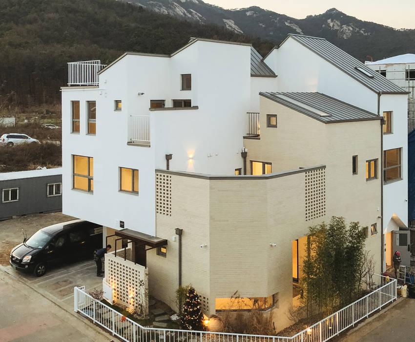 房子 by AAPA건축사사무소, 現代風