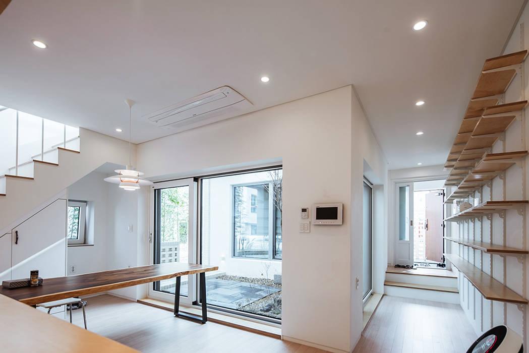 客廳 by AAPA건축사사무소, 現代風