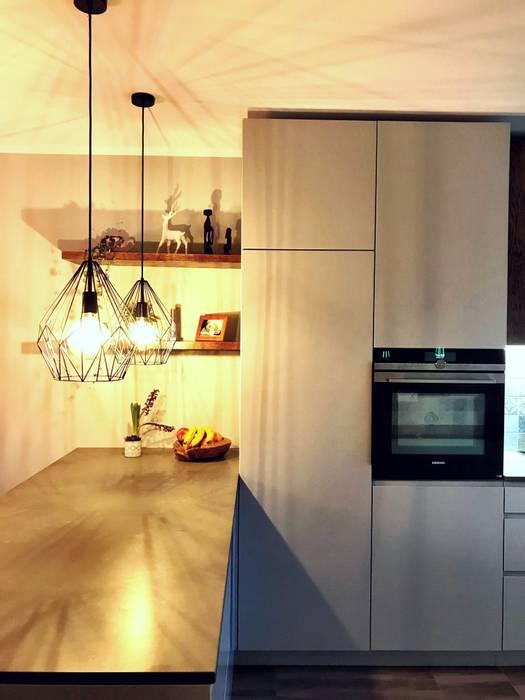 Küche, Einblick in Halbinsel- Reihenhaus Bernau bei Berlin:  Küche von KHG Raumdesign - Innenarchitektin in Berlin
