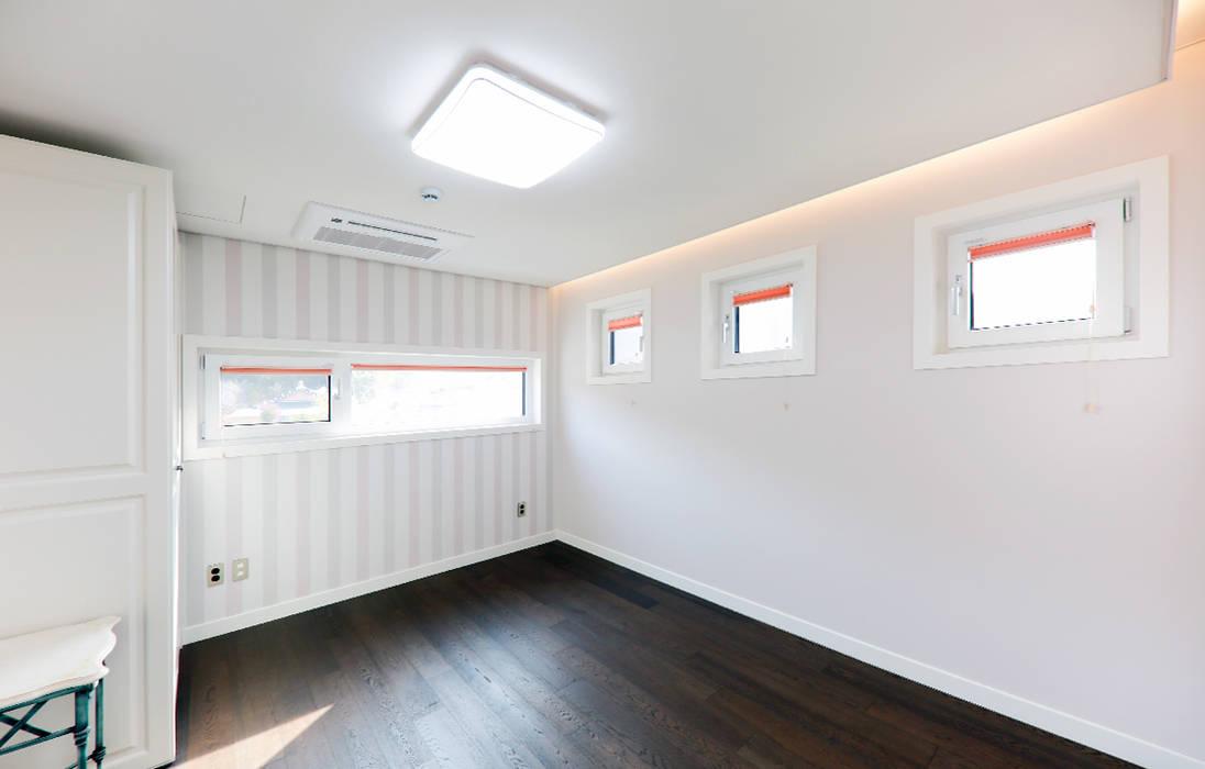 Petites chambres de style  par 더존하우징