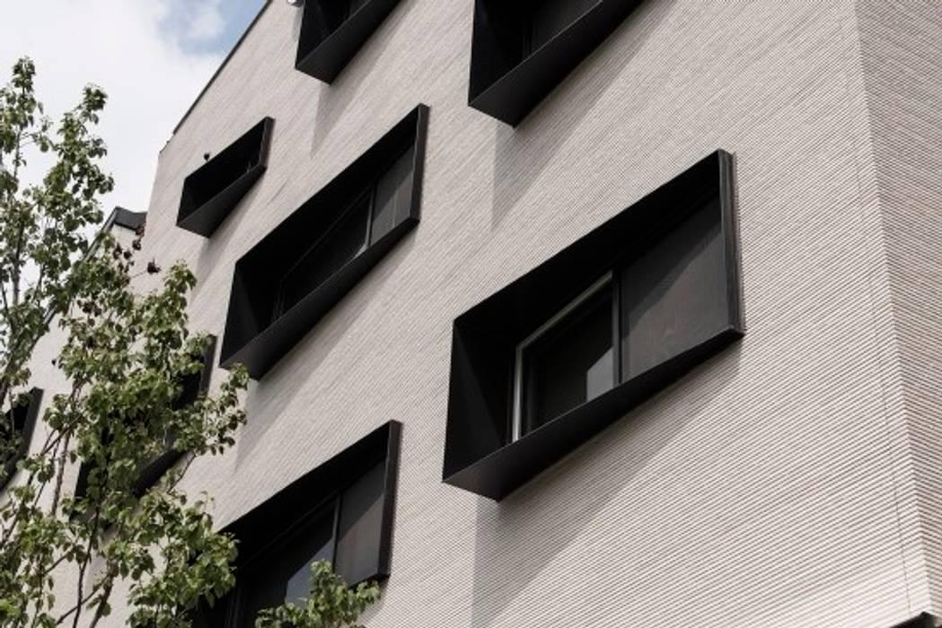 더 바우 THE BAU: AAG architecten의  상업 공간