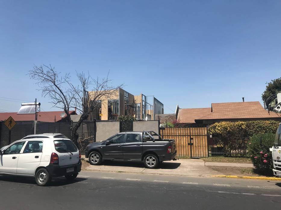 Remodelación y Ampliación de una casa en Santiago: Casas unifamiliares de estilo  por ARquitectura,