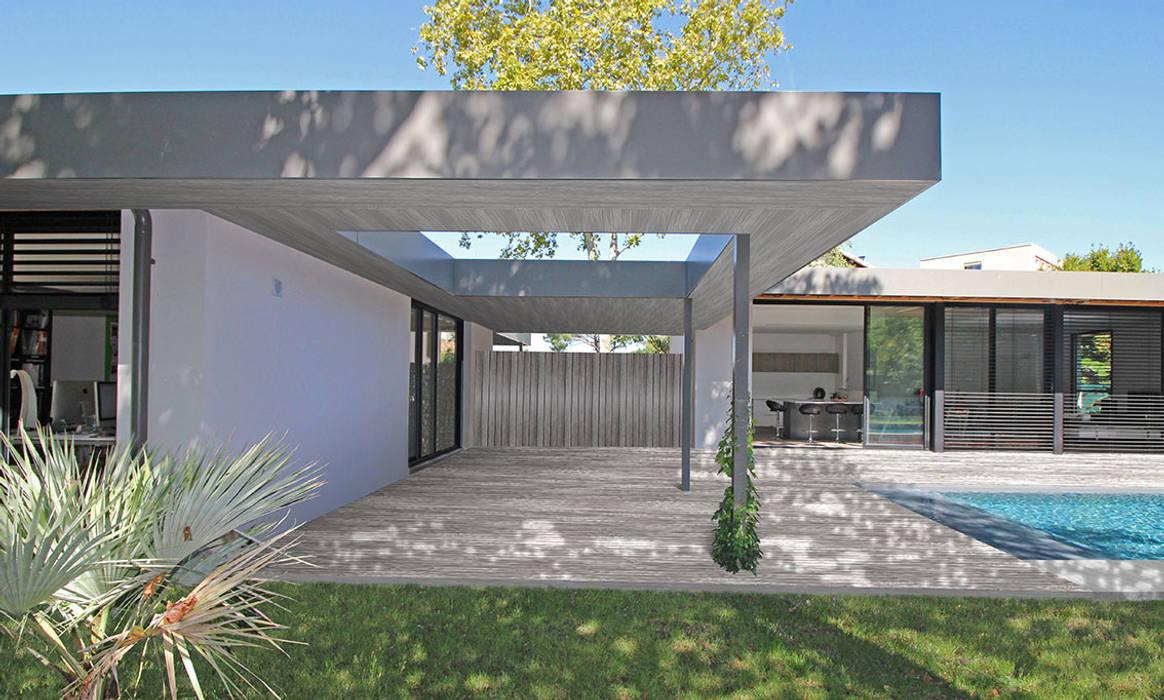 Villa à patio – terrasse couverte: terrasse de style par ...