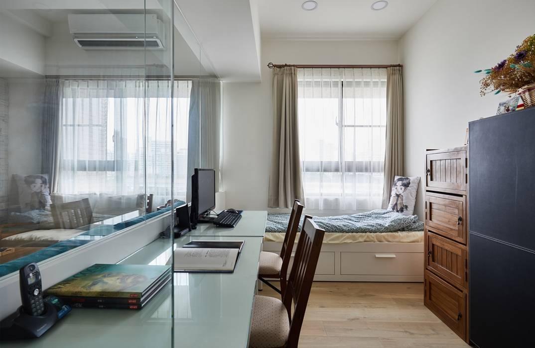 Arbeitszimmer von 弘悅國際室內裝修有限公司