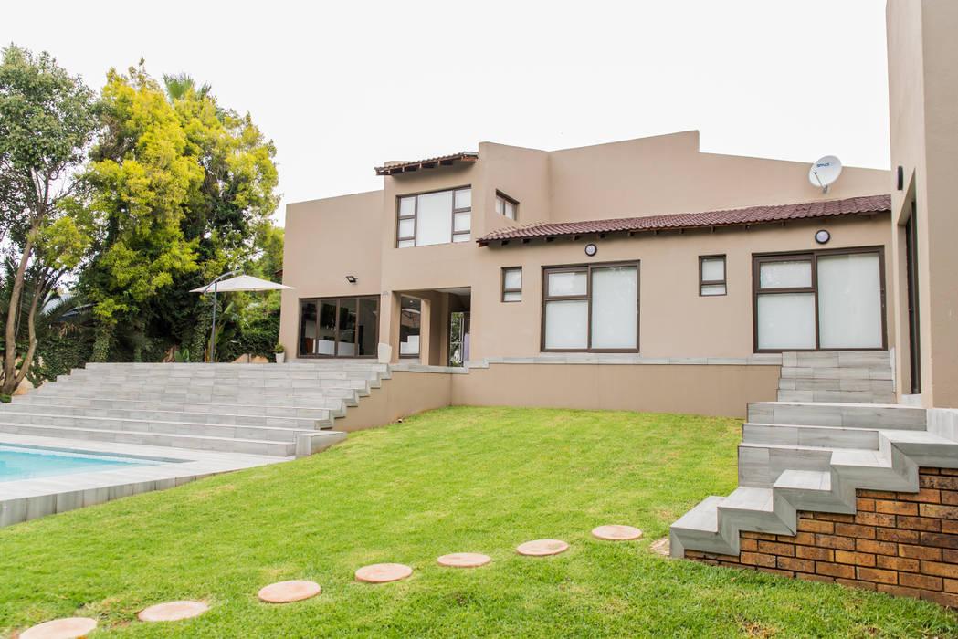 TOP CENTRE PROPERTIES GROUP (PTY) LTD Casas estilo moderno: ideas, arquitectura e imágenes
