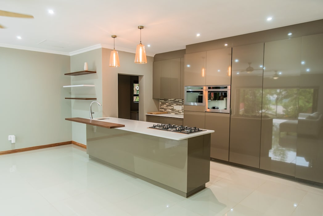 Gamito Residence: The kitchen TOP CENTRE PROPERTIES GROUP (PTY) LTD Modern kitchen
