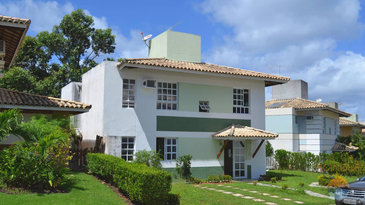 Fachada da residência antes da reforma: Casas  por 5CINQUE ARQUITETURA LTDA