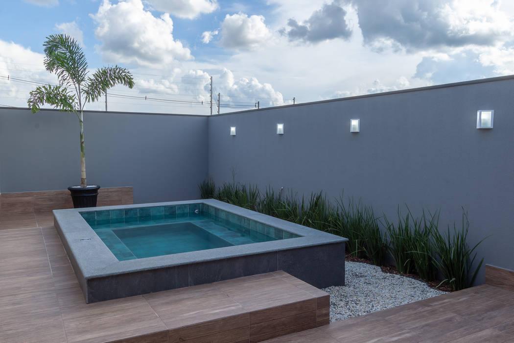 按摩浴缸 by Romulo Garcia Arquitetura,