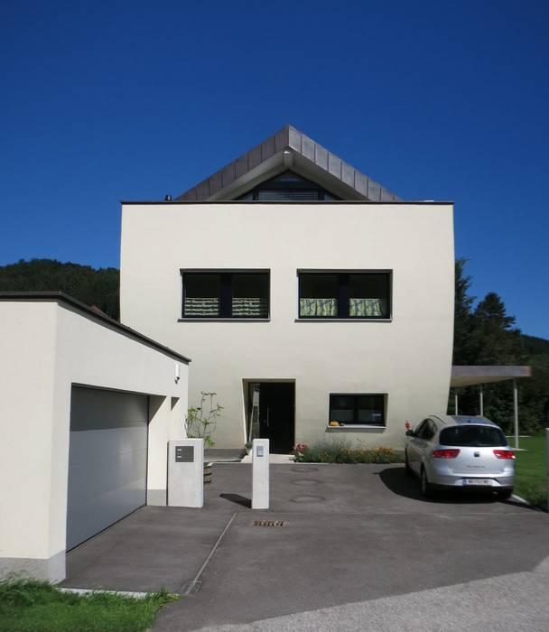 Westfassade:  Einfamilienhaus von archipur Architekten aus Wien,