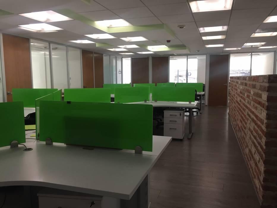 POITNVERDE: Estudios y oficinas de estilo  por BP construcciones & acabados