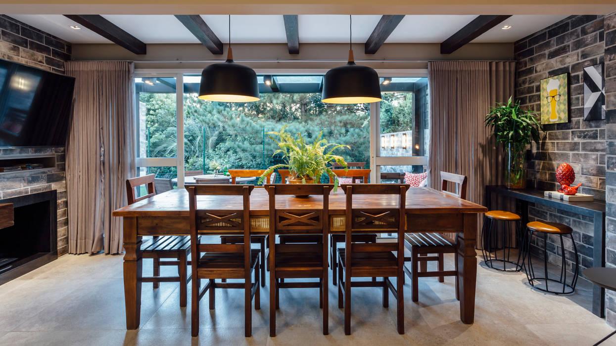 Balcón de estilo  por Carolina Burin Arquitetura Ltda, Rústico
