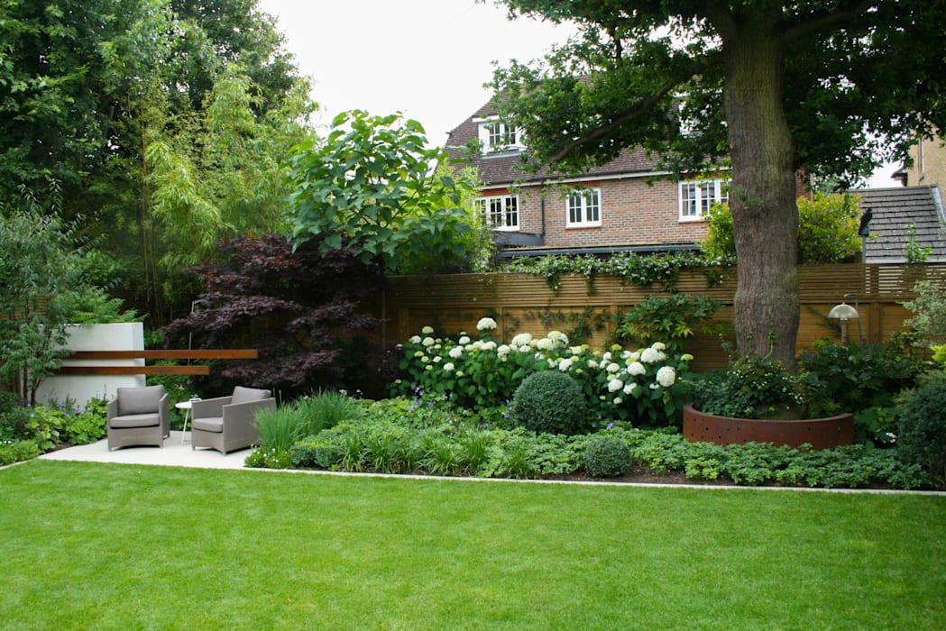 Contemporary family garden Modern garden by Abigail Hazell Landscape and Garden Design Modern