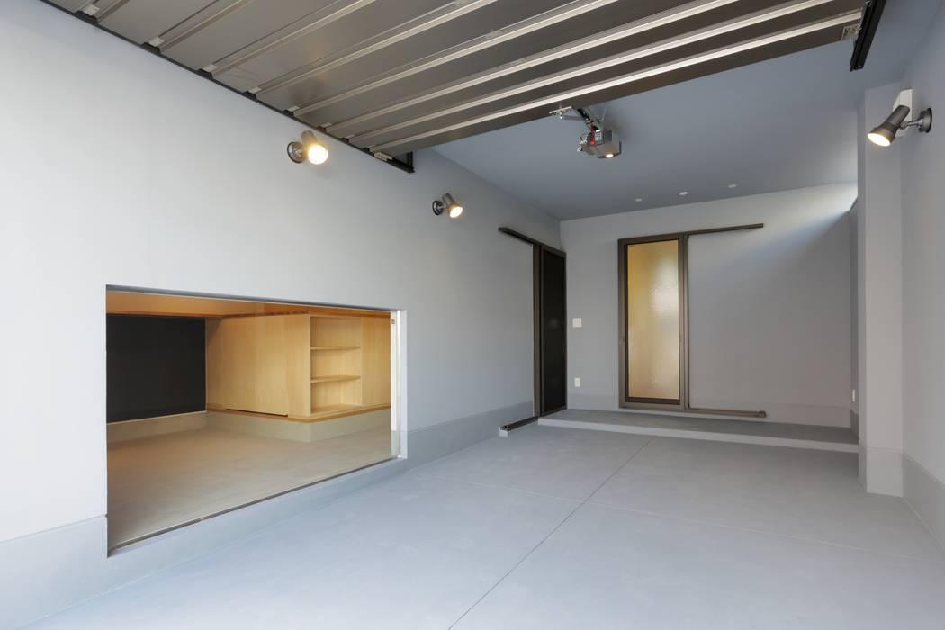 Garajes prefabricados de estilo  por 株式会社田渕建築設計事務所