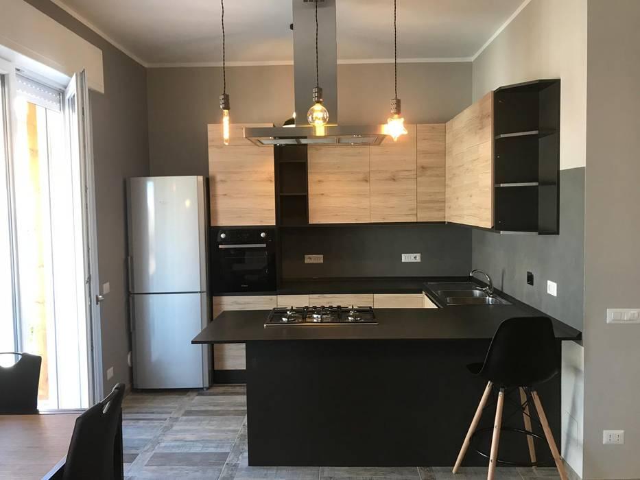 Ristrutturazione appartamento stile Industrial: Cucina in stile  di Omnia Multiservizi - Roma Invest,