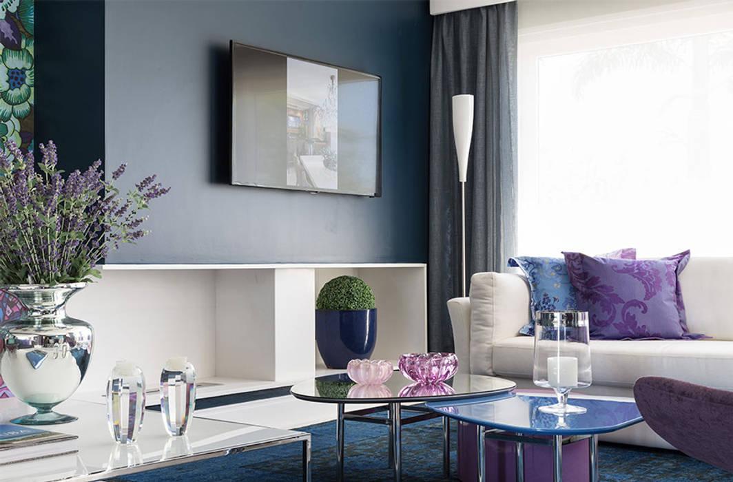 Столовая комната в стиле модерн от Anne Báril Arquitetura Модерн
