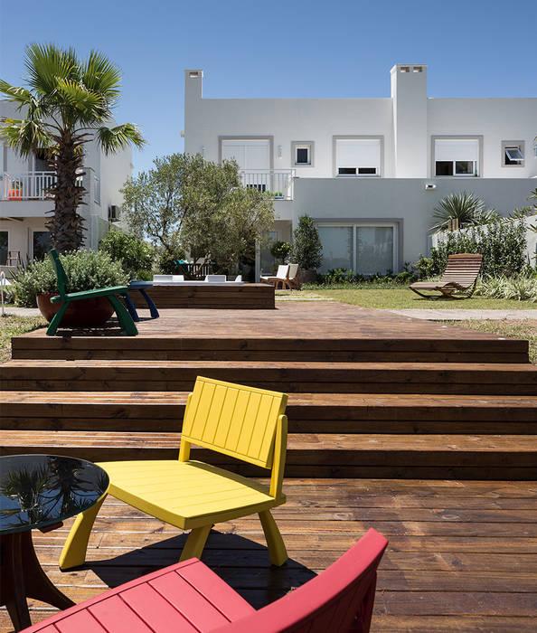 Deck externo: Terraços  por Anne Báril Arquitetura