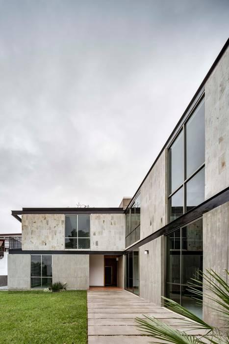 Casa Ataúlfo: Condominios de estilo  por Apaloosa Estudio de Arquitectura y Diseño