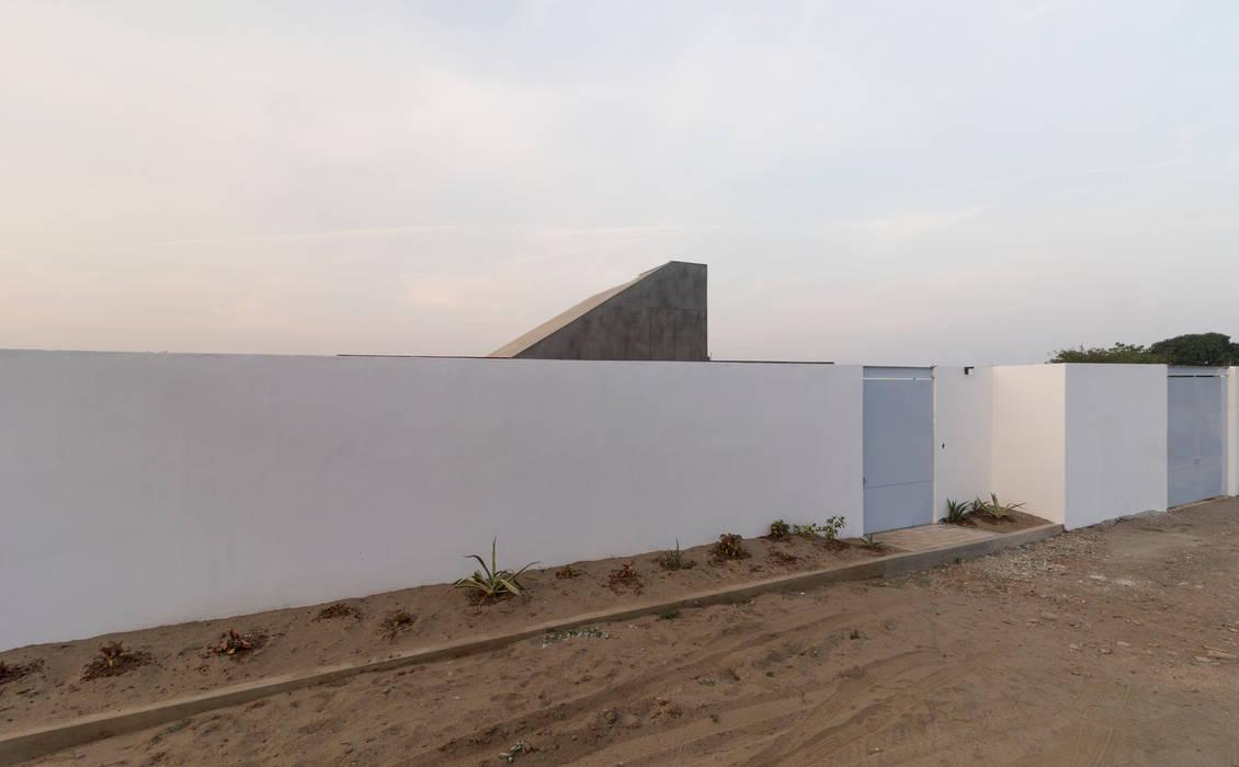 Casa Santo Domíngo: Condominios de estilo  por Apaloosa Estudio de Arquitectura y Diseño, Moderno