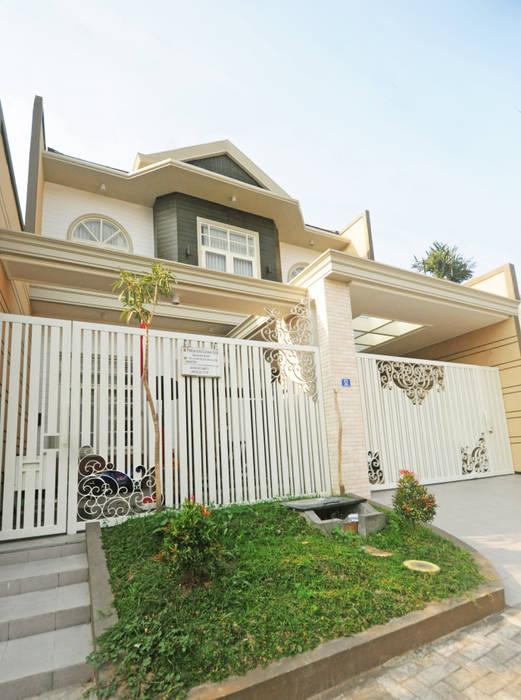 PP Residence: Rumah tinggal  oleh Dimas Pramudita Architect, Klasik Batu