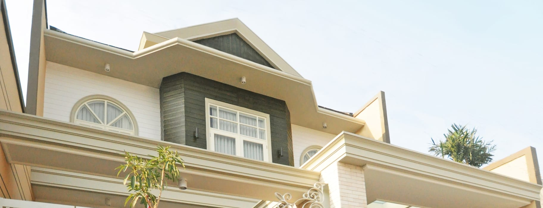 PP Residence: Rumah oleh Dimas Pramudita Architect, Klasik Batu