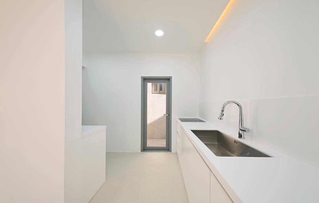 Ivory House: Lee Jae Architects의  주방,모던