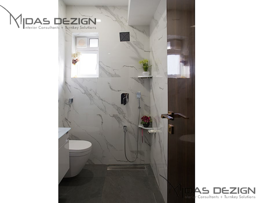 4BHK, Next to Amitabh Bachchan's Bunglow:  Bathroom by Midas Dezign