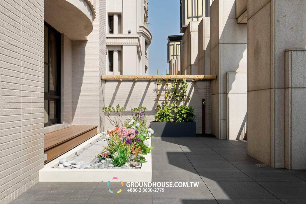 落地窗外還設置塑木坐檯讓人可以在此休憩 by 大地工房景觀公司 Tropical